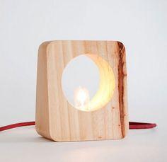 Luminária de mesa palete |