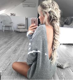 Backless sweaters are so good