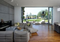 House K / Auerbach Halevy Architects  ..the wooden floor...the window and open space...what more...?