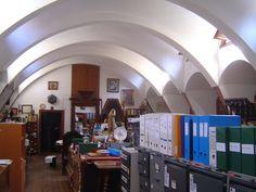 Antiguas caballerizas de la Finca Güell cuando era la cátedra Gaudí. (2007)