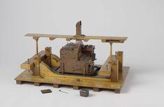 G. Kollaard | Model van een scheepskombuis, G. Kollaard, J Kollaard, Rijkswerf Hellevoetsluis, 1836 | Model van een scheepskombuis op een dek tussen twee betingen. Het dek is ter plaatse van de kombuis bekleed met messing; de schoorsteen steekt door een deel van het dek erboven, dat ter breedte van drie planken is aangegeven en op dekstutten staat die dwars door de betingbalken lopen. De kombuis zelf, met haken in de betingknieën geborgd, is geheel van koper; binnenkanten van pannen e.d…