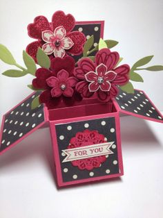 "Linda Dalke: This month's Stamp Club Project. the very popular ""Card-in-a-Box"" Fun Fold Cards, 3d Cards, Stampin Up Cards, Box Cards Tutorial, Card Tutorials, Flower Boxes, Flower Cards, Pop Up Box Cards, Card Boxes"
