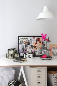 Moodboards can really help to become happy! A simple DIY: www. Stylish Office, Small Office, Home Office Design, Home Office Decor, Home Decor, Workspace Inspiration, Interior Inspiration, Making Space, Trends