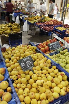Sineu Market, every Wednesday of the year. Every visitor must go at least once to the most authentic weekly market of Mallorca. Conveniently located in Central Mallorca, right in the middle of the island.