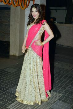 Sophie Choudry looked beautiful in an Anushka Khanna lehenga at Soha Ali Khan, Kunal Khemu's wedding reception.