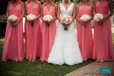 robes de demoiselles d'honneur corail bouquets pêche. Peach, Coral, and Cream Bouquets& coral bridesmaid dresses