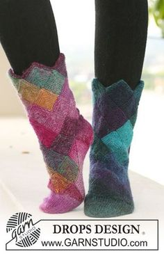 "Mirage Socks - DROPS socks with domino squares in ""Delight"". - Free pattern by DROPS Design Poncho Pattern Sewing, Knitting Patterns Free, Free Knitting, Free Pattern, Crochet Patterns, Sewing Patterns, Knitted Slippers, Crochet Slippers, Knit Or Crochet"