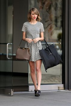 Taylor Swift Receives Apology From Miranda Lambert for Being Left Out of ACM Acceptance Speech: Photo Taylor Swift wears her ruby red lipstick as she steps out of her hotel Wednesday afternoon (April in New York City. Taylor Swift Web, Taylor Swift Style, Taylor Alison Swift, Taylor Swoft, Street Style 2014, Ethel Kennedy, Miranda Lambert, Dresses For Work, Celebs