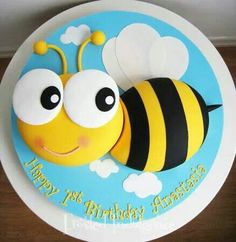 Sunday Sweets For Kids & Kids At Heart — Cake Wrecks Bee Cakes, Fondant Cakes, Cupcake Cakes, Fondant Bee, Cake Wrecks, Pretty Cakes, Beautiful Cakes, Bee Birthday Cake, Decoration Patisserie
