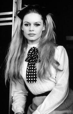 Brigitte Bardot - Vintage Style Icon - www.thestellarboutique.com