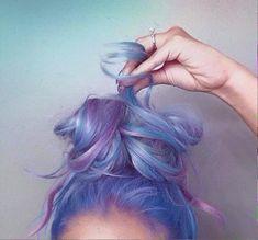 Самые популярные тэги этого изображения включают: hair, purple, blue, hairstyle и beauty