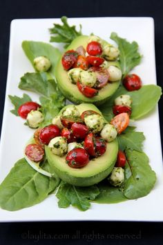 This caprese stuffed avocado recipe is a delicious appetizer or salad; it is made by filling ripe avocados with tomato and mozzarella caprese salad topped with balsamic vinegar reduction. I Love Food, Good Food, Yummy Food, Tasty, Healthy Snacks, Healthy Eating, Healthy Recipes, Avocado Recipes, Salad Recipes