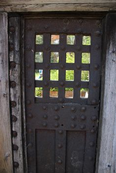 12 facts about prisons and punishment in the 18th century by Naomi Clifford. (Image is of The Newgate door, now at Newby Hall)