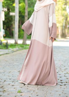 Feel pretty in our lovely Hasna Abaya. Made with soft, lightweight Nida, the Hasna Abaya will keep you cool and chic in even the warmest weather. Islamic Fashion, Muslim Fashion, Modest Fashion, Fashion Dresses, Abaya Designs Latest, Simple Abaya Designs, Burqa Designs, Satin Duchesse, Modern Abaya