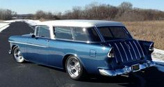 Clean blue and white 1955 Chevy Nomad 57 Chevy Bel Air, 1955 Chevy, Chevrolet Bel Air, Silverado Hd, Chevy Nomad, Car Station, Old Wagons, Chevy Muscle Cars, Hot Rod Trucks