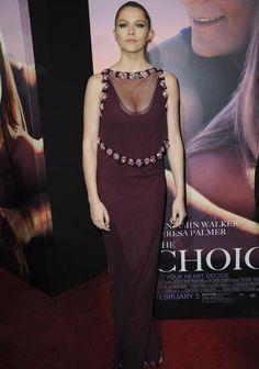 Teresa Palmer Attends The Choice Premiere In Prada