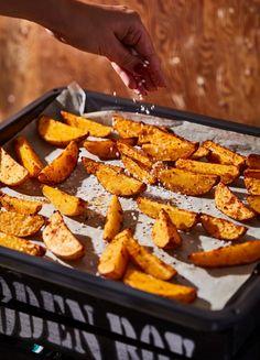 Classic Egg Salad Recipe, Tempura, Hot Dog, Sweet Potato, Salad Recipes, Carrots, Potatoes, Vegetables, Eat