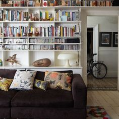 Wanted living room book shelves Bookshelves In Living Room, Living Room Storage, My Living Room, Living Spaces, Bookcases, Interior Design Victorian House, House Design, Victorian Design, Victorian Living Room