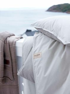 Bed linens and throw by www.pellevavare.se