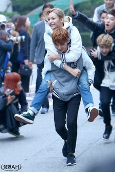 Dino riding minghao in the back..