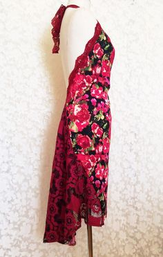 Did someone say Drama? This halter dress with open back and draped skirt is elegant and dramatic. Cut to perfection with sensual open back and adjustable lace neck strap. An asymmetric skirt, straight in front and draped flared back, adds flow and mystique. The dress is tailored form gorgeous print with burgundy lace insets. The tail has two lace panels. The trim and strap are burgundy stretch lace. Perfect for dancing or parties. Size S-M Waist 28, stretches to 34 Hips 34, stretches to 42…