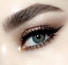 : metallic gold cat eye makeup tutorial — featuring the pat mcgrath labs mothership ii: sublime eye palette paired with perma precision liquid Makeup Goals, Makeup Hacks, Makeup Tips, Makeup Ideas, Makeup Designs, Gold Eye Makeup, Skin Makeup, Makeup Brushes, Cat Makeup