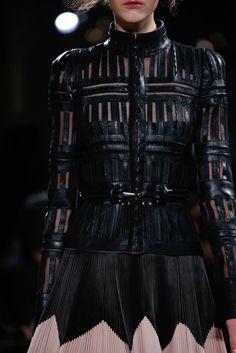 vogue-and-valium:  Alexander McQueen Fall 2015 RTW