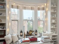 fairy lights around a window Living Room Modern, Home Living Room, Living Spaces, Rustic Country Homes, Home Library Rooms, Home Decor Bedroom, Uni Bedroom, Bedroom Ideas, Studio Apartment Decorating