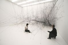 The Amasing Tomas Saraceno made a human sized spidernet !