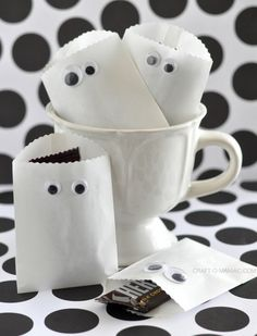 Add sticker google eyes to mini white bags! Paper Ghost Favor Bags. How adorable (and smart!!)