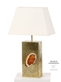 Jaïpur Lamp Cubic base in polished bronze, engraved by hand, with a tubular top. With agate stone inlaid enlightened. Art Furniture, Luxury Furniture, Charred Wood, Luminaire Design, Agate Stone, Jaipur, Creations, Table Lamp, Bronze