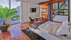 New love mansion for Justin Bieber and Selena Gomez Justin Bieber, Hollywood Hills, Luxury Interior Design, Interior And Exterior, Exterior Design, White Platform Bed, Platform Bedroom, Selena Gomez Fotos, Celebrity Houses