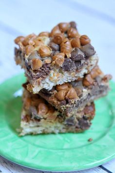 Six Layer Bars Recipe : the perfect delicious dessert bar recipe for bake sales.