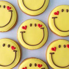 アイシングクッキーのお店-SweetsHolic- in 2020 Summer Cookies, Cookies For Kids, Fancy Cookies, Valentine Cookies, Cute Cookies, Easter Cookies, Cupcake Cookies, Valentines, Sugar Cookie Royal Icing