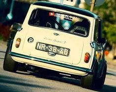 Low and slow. Mini Cooper Classic, Classic Mini, Classic Cars, Mini Coopers, Old School Cars, Modified Cars, Car In The World, Bmw Cars, Mk1