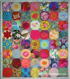 fussy cut floral snowball blocks Circle Quilts, Hexagon Quilt, Quilt Blocks, Liberty Quilt, Snowball Quilts, Easy Quilts, Scrappy Quilts, Colorful Quilts, Quilting Designs