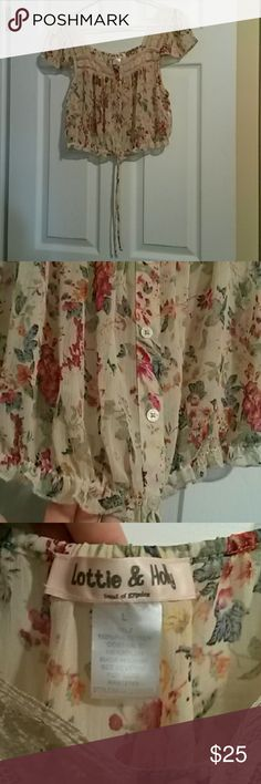 EUC Lottie & Holly Floral Crop Top, Size Large Excellent pre-owned condition Lottie & Holly Tops Crop Tops