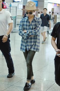 G-Dragon, Taeyang, T.P, and Daesung at Incheon Airport on September 12 (Friday) leaving for the YG Family concerts in Singapore this weekend. Vip Bigbang, Daesung, K Pop, G Dragon Fashion, G Dragon Top, Korean Fashion, Mens Fashion, Bigbang G Dragon, Airport Style