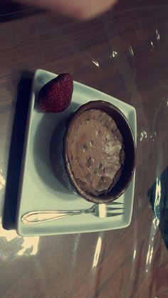 Un bon brownise et une fraise enfin un petit jus ❤