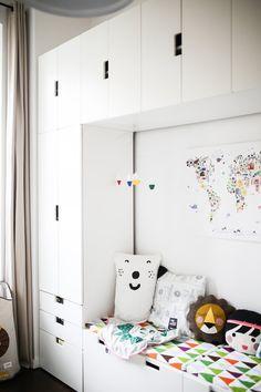"""In einem 11qm """"großen"""" Kinderzimmer genügend Stauraum inspirativ zu schaffen, war eine echte Herausforderung. Schaut mal rüber, wie wir dies gelöst haben (& meine unzähligen Interior Magazine sind auch noch bestens untergekommen :wink:"""