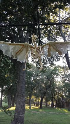 HF member said: I thought that I would share my very favorite homemade prop. She was made from 3 bags of bones back about 7 years ago when they were still Styrofoam, and I had to pull out my Grey's anatomy to create her. Everything is designed to be either used as a puppet, or to be hung up. Her wing span is approximately 6 foot wide, she gets an update every year, last year the horns were added. I loosely based her on the scene from Dawn of the Dead