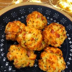 These Slimming World cheese and bacon scones have just Syns each, and are perfect served with a steaming bowl of soup. Slimming World Chicken Dishes, Slimming World Desserts, Slimming World Breakfast, Slimming World Recipes Syn Free, Slimming World Diet, Slimming Worls, Chicken Supreme Recipe, Cheese And Onion Pasty, Cottage Cheese Recipes