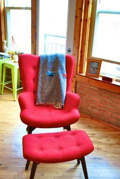 Mid-century modern lounge chair/teddy-bear style
