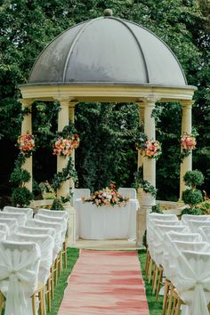 These 19 Vintage Wedding Ideas Will Inspire Your Own Wedding! #vintage #wedding #weddings #gazebo #arbor
