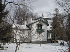 A noted example of Italianate architecture in the Picturesque manner in Canada, and the former residence of John A. Macdonald, a Father of Confederation and the first Prime Minister of Canada First Prime Minister, Kingston Ontario, Historical Sites, Father, Canada, Architecture, House Styles, Outdoor, Beauty