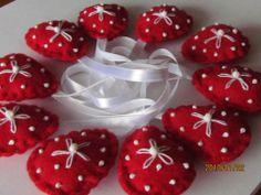Kicsi hímzett piros filc húsvéti tojás, Dekoráció, Játék, Ünnepi dekoráció, Varrás, Meska