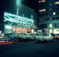 1969 rok, Warszawa, Kino Atlantic nocą, fot. Józef Kicman