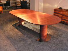 uittrektafel in massief mahony van rond 120 cm.ø tot 270 te vergroten, deze tafel is op maat gemaakt voor een klant