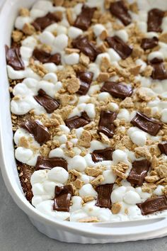 All you need are a few simple ingredients for these Homemade S'mores Brownies. A fast and easy family dessert. Smores Brownies, Caramel Brownies, Best Brownies, Brownie Cake, Brownie Desserts, Brownie Recipes, Boxed Brownies, Cheese Brownies, Healthy Brownies
