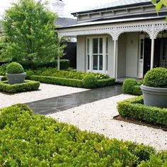 17 Small Front Yard Landscaping Ideas To Define Your Curb Appeal These basic yet smart front yard landscaping ideas design ideas will point you in the right direction. Landscaping Supplies, Outdoor Decor, Landscape Projects, Modern Front Yard, Front Garden, Curb Appeal, Small Front Yard Landscaping
